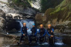 Noa Guides dans les gorges de Malvaux